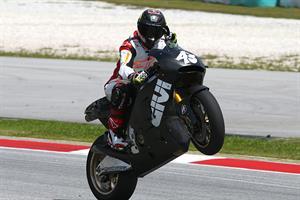 Jack ya se divierte con su moto