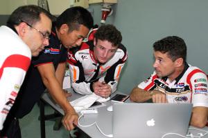 Miller trabajando en grupo