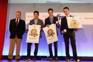 Los tres campeones del mundo, junto al presidente de la RFME