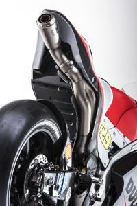 1-Ducati_MotGP_Team_2015_68