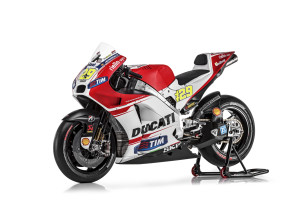 13-Ducati_MotGP_Team_2015_56_Iannone