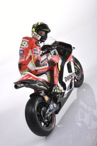 18-Ducati_MotGP_Team_2015_51_Iannone
