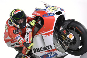 21-Ducati_MotGP_Team_2015_48_Iannone