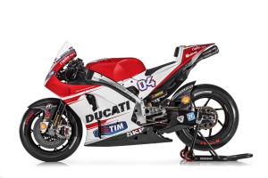 39-Ducati_MotGP_Team_2015_30_Dovizioso