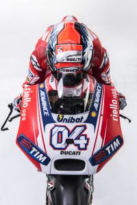 44-Ducati_MotGP_Team_2015_25_Dovizioso