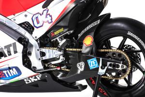 6-Ducati_MotGP_Team_2015_63