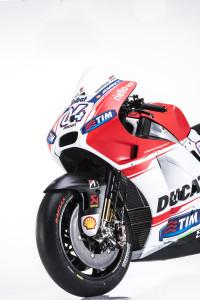 7-Ducati_MotGP_Team_2015_62