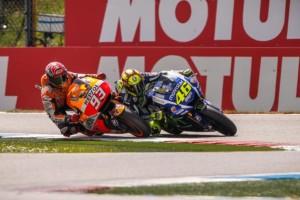 El momento impacto de Marc en el brazo de Rossi