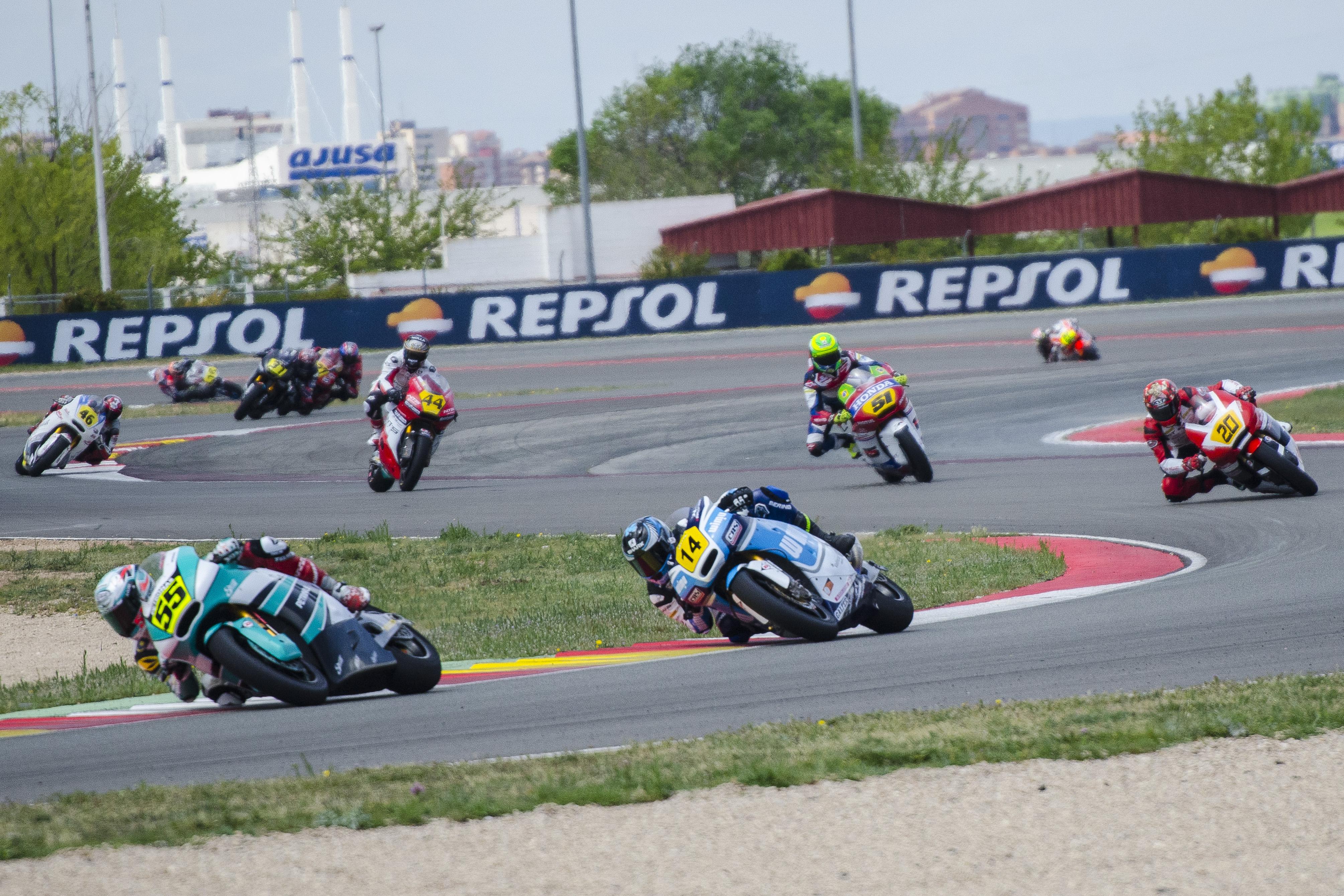 El Pescao gana la primera carrera del Europeo de Moto2