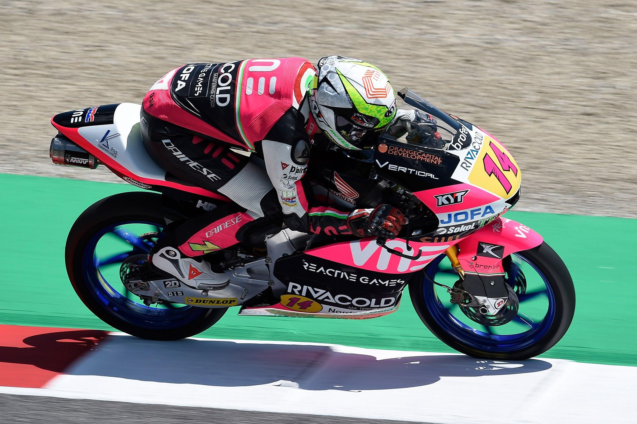 Tony Arbolino consigue una complicada pole en agua en el GP de la República Checa