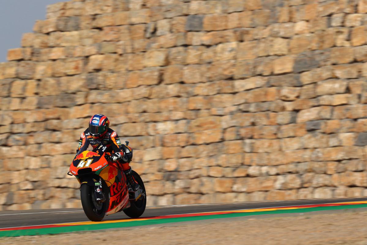 Brad Binder vence en Aragón ante un brillante Jorge Navarro