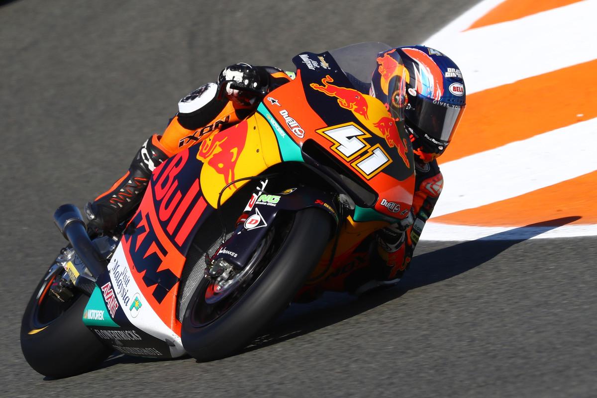 Brad Binder se despide de Moto2 con una victoria ante Thomas Luthi en Valencia