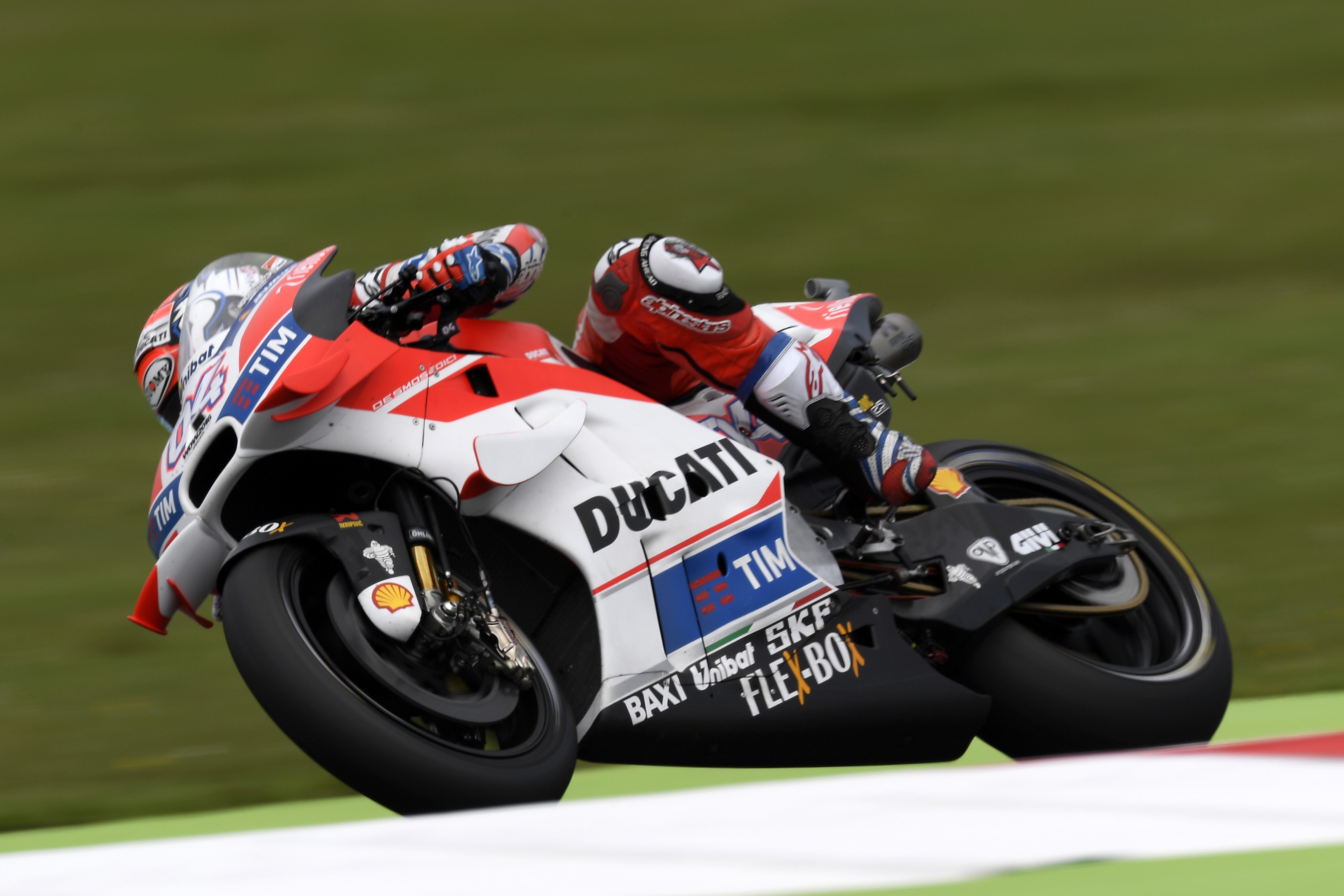 Dovizioso surfea hasta la pole