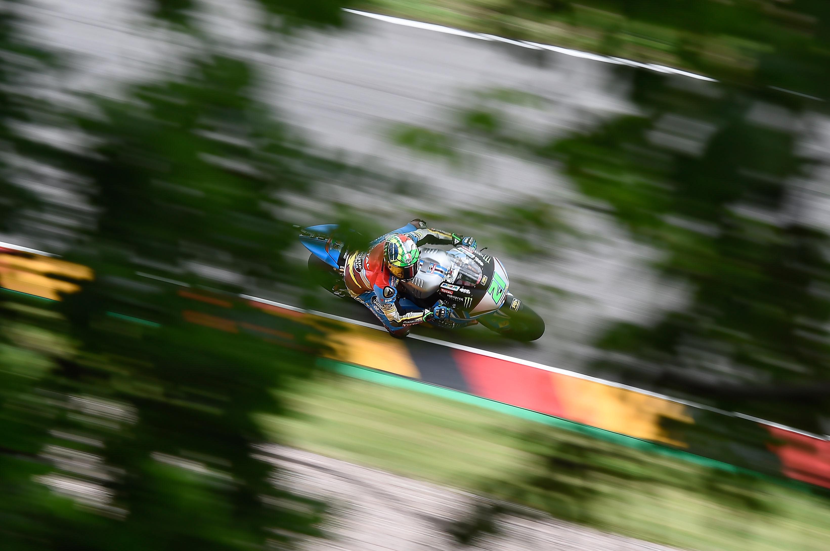 Franco Morbidelli gana a Oliveira una carrera en que Márquez y Lüthi no acaban