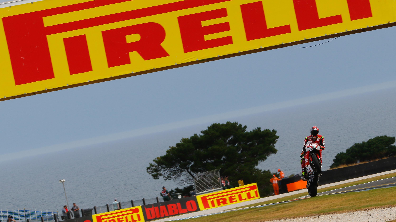 Lorenzo Savadori, el más rápido de los 3 libres en Phillip Island