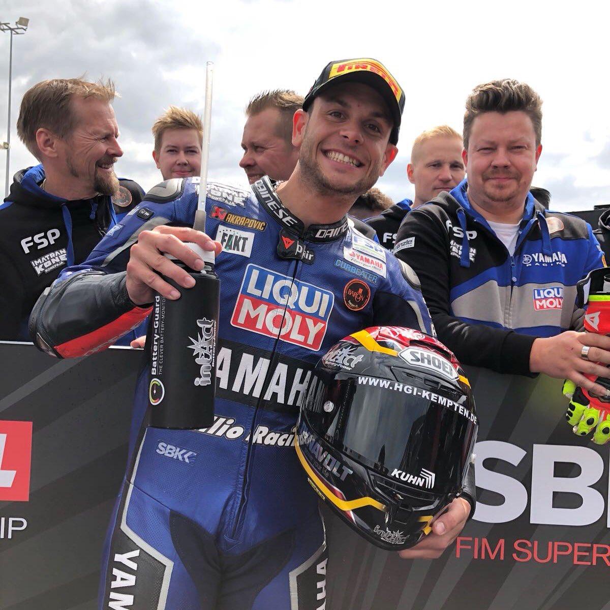 Sandro Cortese gana en terrenos conocido. Yamaha apabulla a sus rivales.