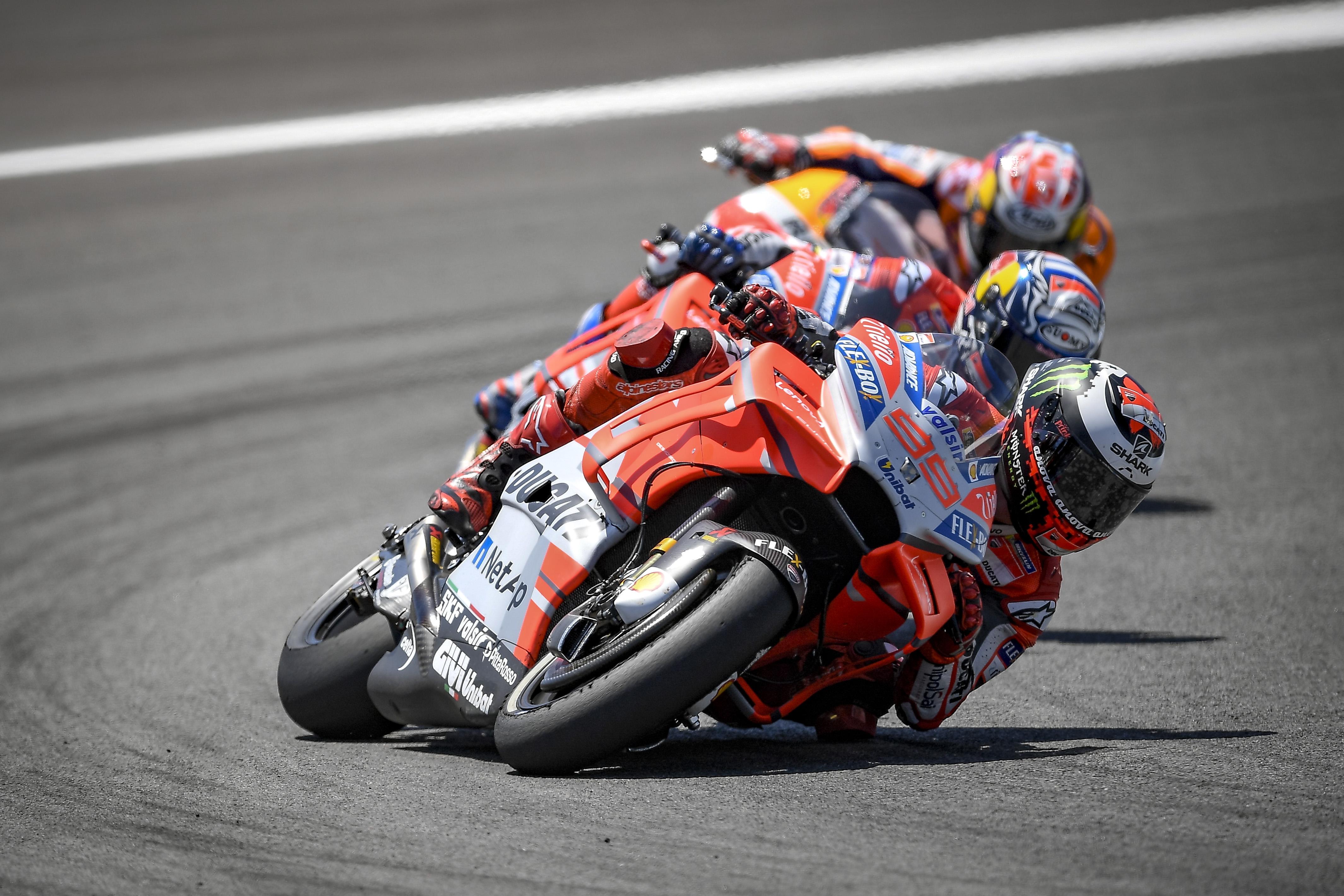 Etiqueta en pista, las normas no escritas que provocaron el incidente de Dani Pedrosa, Jorge Lorenzo y Andrea Dovizioso