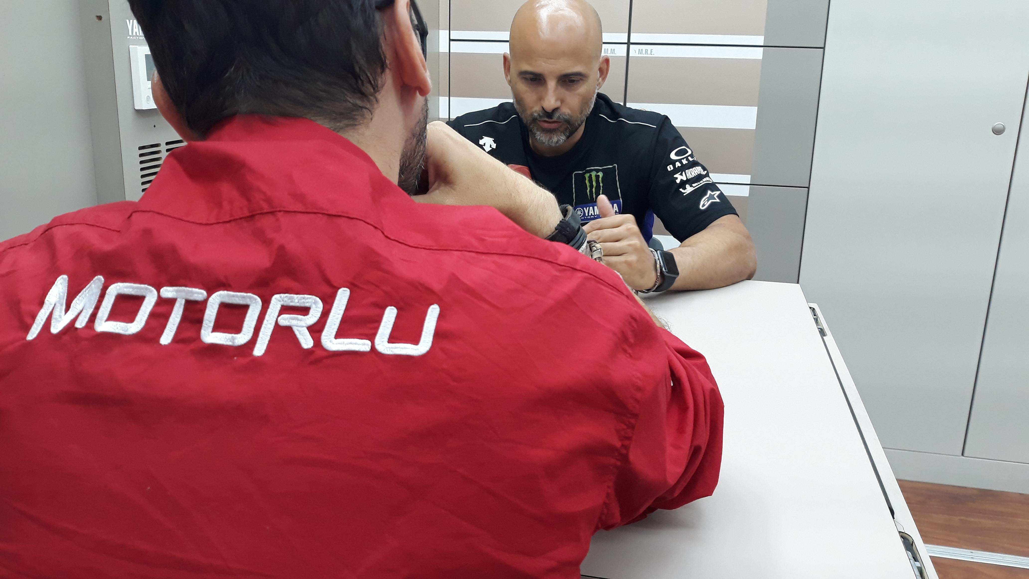 Entrevista con Esteban García. Su competitividad, la situación de Maverick Viñales, neumáticos y la clave de Honda