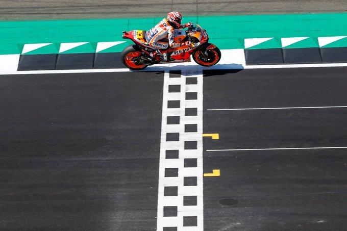 Marc Márquez se hace con una emocionante pole de récord en Silverstone